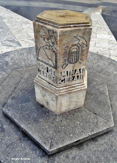 Close up do Monumento Marco Zero de São Paulo - Praça da Sé