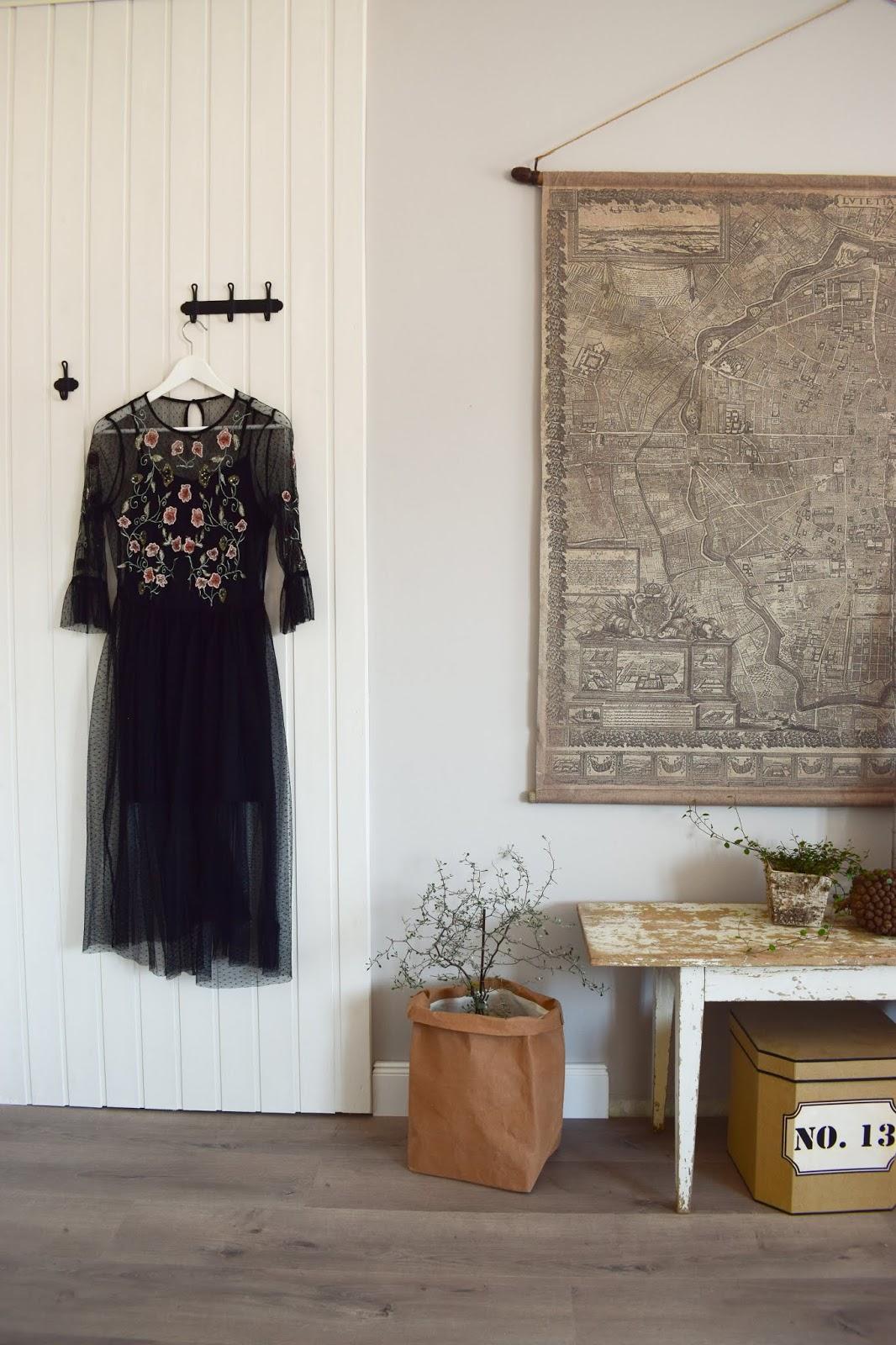 Kleiderhaken Wandhaken Nostalgie von WENKO für die Aufbewahrung von Kleidung im Schlafzimmer und Diele. Landhausstil praktisch aufbewahrt Hakenleiste Türgarderobe