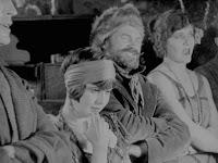 """Кадр из новогоднего эпизода """"Золотой лихорадки"""" (1925) - 3"""