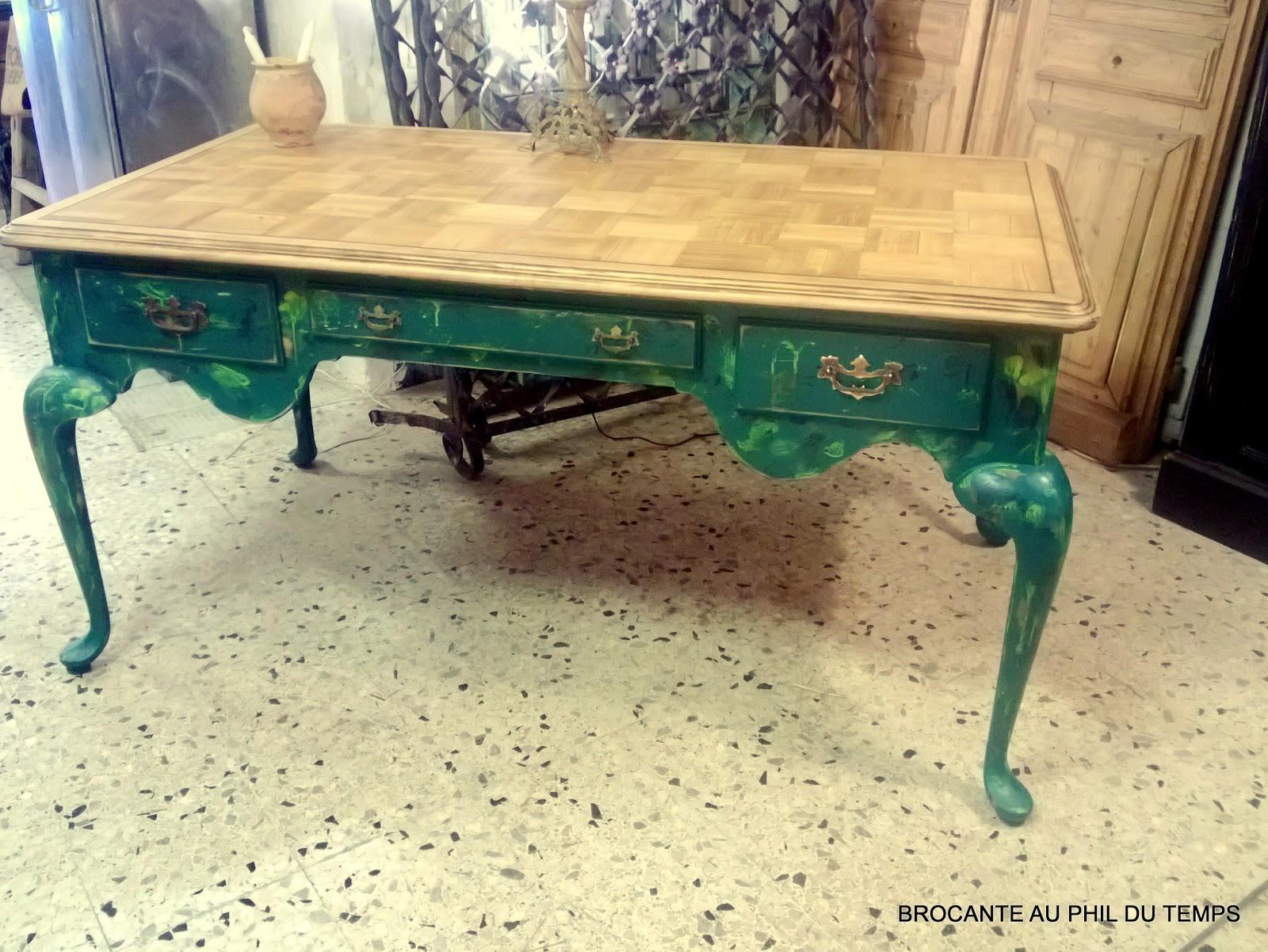 Latelier de philippe: bureau peint patiné et bois naturel teinté miel