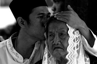 Cara Membahagiakan Orang Tua