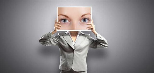 لغة العيون - تعلم كل شيء عن لغة العيون ومهارات الإتصال بالعين