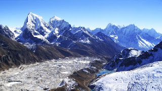 himalayas have five mountains with more than five miles high