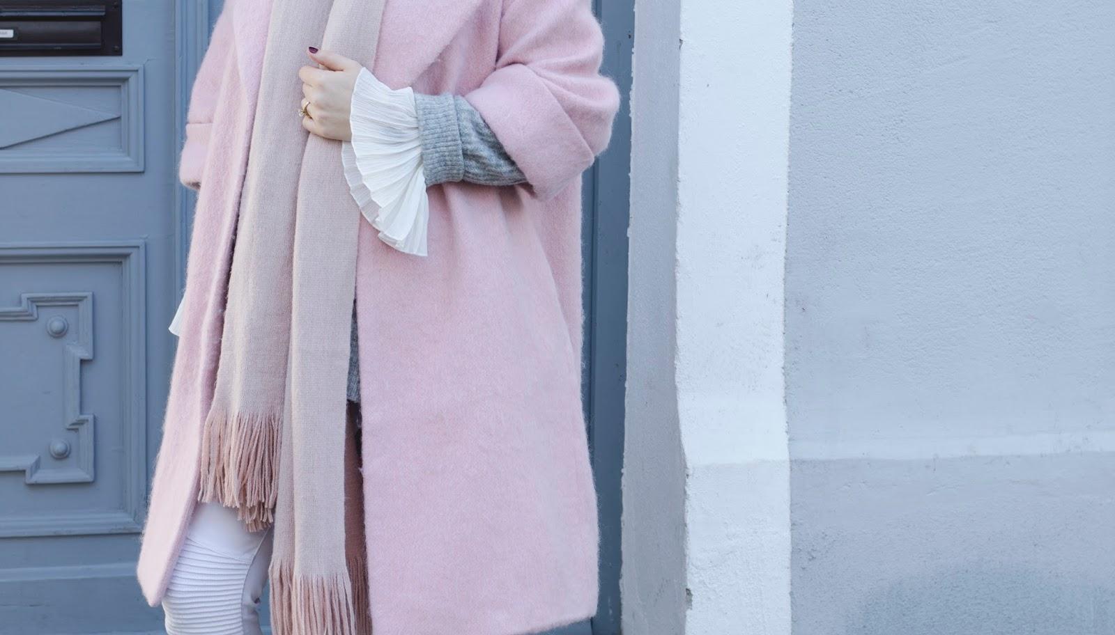 outfit rosa mantel volantbluse oversize pullover. Black Bedroom Furniture Sets. Home Design Ideas