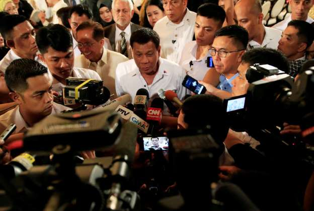 Philippines' Duterte says police can kill 'idiots' who resist arrest