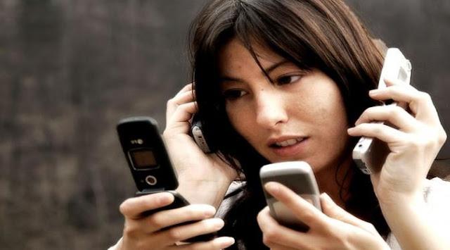 Perhatikan 23 Tanda Ini Yang Ada Pada Temanmu, Mungkin Dia Kecanduan Handphone