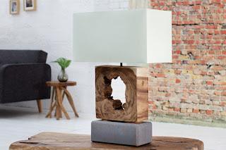 Stolní lampa v kombinaci dřeva, kamena a lenu.