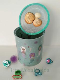 Lata-reciclada-con-decoupage-de-sirenas-y-conchas-2-Crea2-con-Pasión