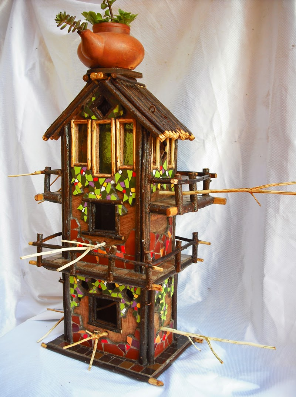 Joan seriny otras casitas para p jaros decoradas en trencad s - Casita para pajaros ...