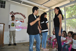 Teenagers doing a drama at a Christmas Outreach in Honduras- youth ministry, Honduras, missions, christmas outreach