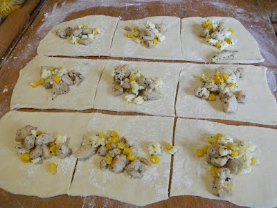Pachetele cu piept de pui, porumb si mozzarella