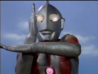Ultraman prepares a Specium Ray