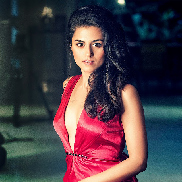 Riddhi dogra hot, age, wiki, biography