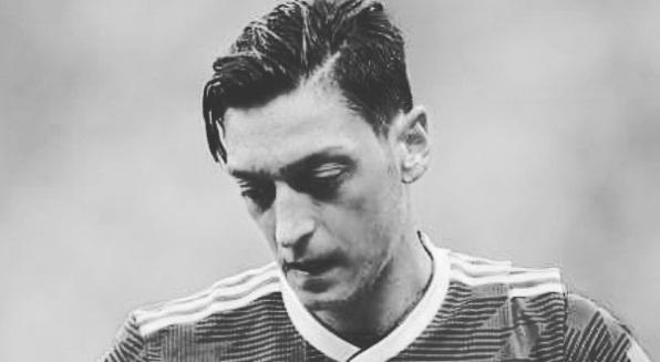 Resah dengan tindakan Rasis, Ozil putuskan pensiun dari Timnas Jerman