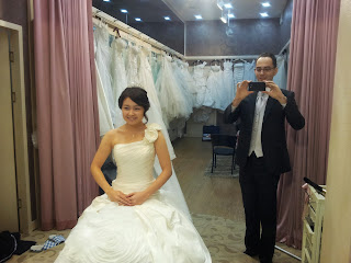 Getting married in Korea - Bride and groom in the changing room