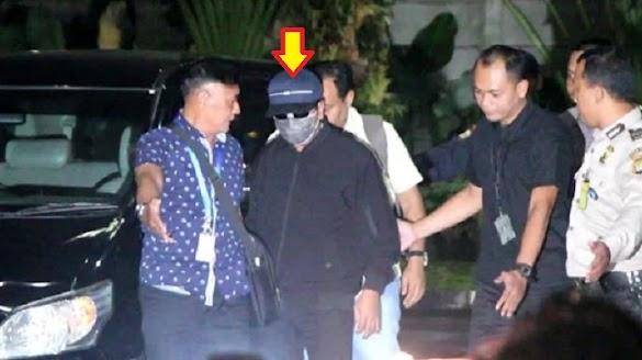 Romahurmuziy Diciduk di Depan Posko TKD Jokowi-Maruf
