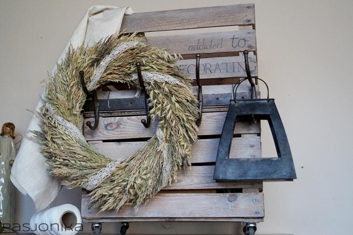 wianek z suszonych traw