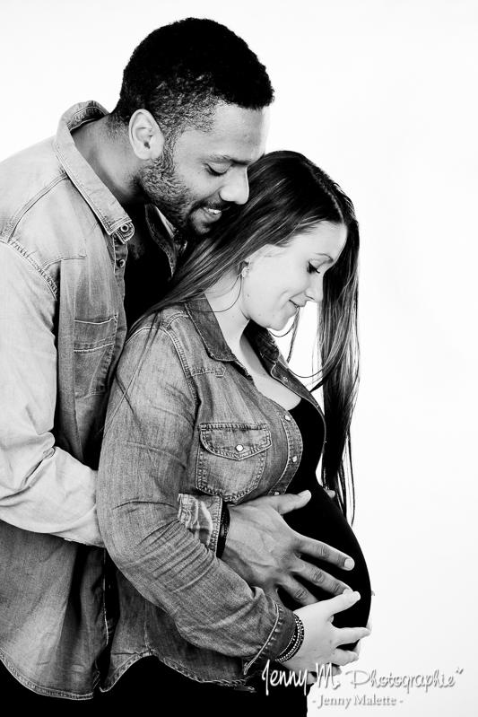 portrait noir et blanc parents, future maman, grossesse