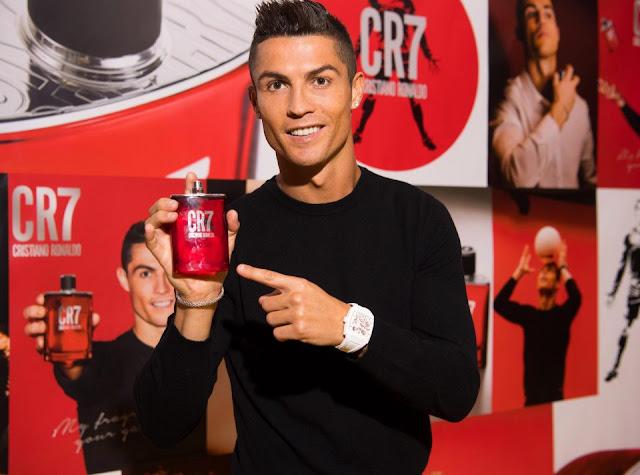 Cris Ronaldo toe toét cười ra mắt 'mê hồn hương' 5