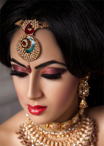 Very Attractive Eye Make Up Styles & Ideas  Very Attractive Eye Make Up Styles & Ideas, on every event, which is very important in our lives, we have to enjoy and celebrate it. It is also important what to wear on the event as well as our make us also has the same importance most likely our dress and wearings. Very Attractive Eye Make Up Styles & Ideas  Silvery Gold will work like a magic and will create more attraction by matching our outfits on event. Copper Green shade is very best for the ladies who has light eyes. Gold Smokey Eyes, the ladies who do not desire to have a heavy make up on their eyes, gold smokey make up will play an important role for their eyes make up for an event. Burnt Pinks will also catch more attraction if you dress up pink color dressings. Blue and Gold, Shimmery Blues and Silver Purple will also catch the attractions of all.