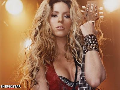 صور، إغراء، المغنية، شاكيرا، Shakira، ساخنة، عارية، مثيرة، وجه، إطلالة، صدر، جيتارة