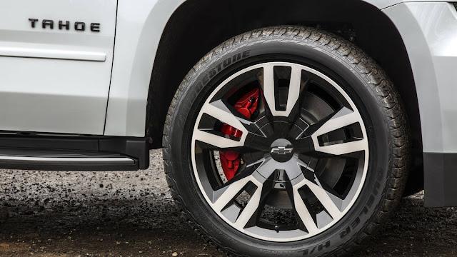 New Look Chevrolet TAHOE RST 2018 wheel view