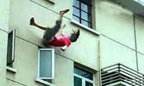 مقتل شابة رميا من الطابق الرابع بسيدي مومن