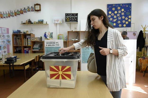 Δημοψήφισμα στα Σκόπια: Χαμηλή συμμετοχή, αβέβαιες εξελίξεις