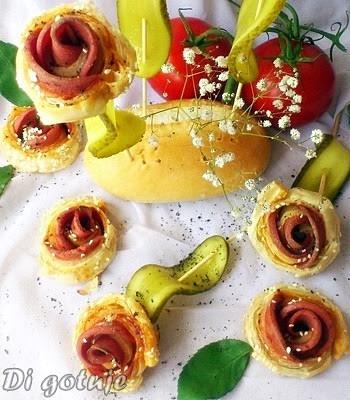 Różyczki z ciasta francuskiego (z mortadelą i sezamem)