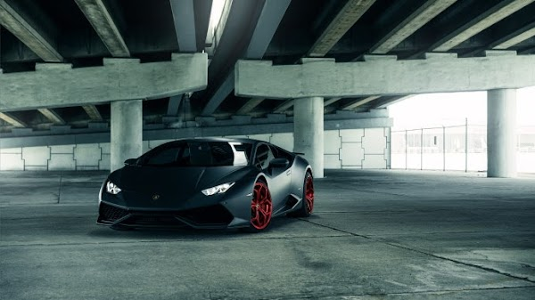 Black Lamborghini Huracan