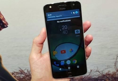 Moto Z Play pode ser comprado em um kit com um Moto Snaps