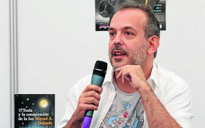 El escritor Miguel A. Delgado