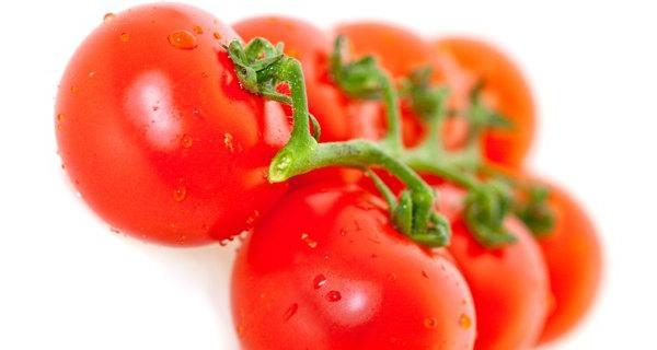 Sử dụng cà chua cách làm da đẹp mịn màng