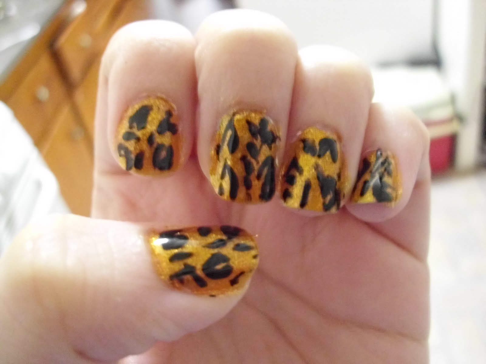 Oh Na-Na-Nail Designs: Fierce Leopard Print Design