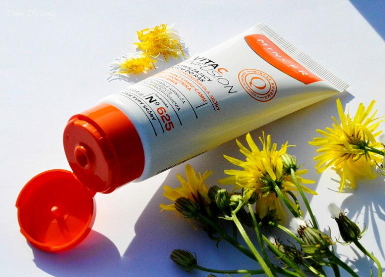 Mincer Pharma VitaC lnfusion Nawilżający balsam do ciała N°623 oraz Nawilżający krem do rąk N°625