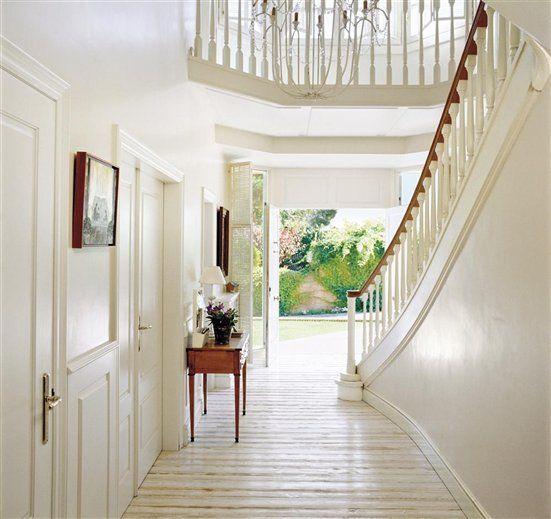 Lighting Basement Washroom Stairs: Eye For Design: The Timeless Appeal Of White Foyers