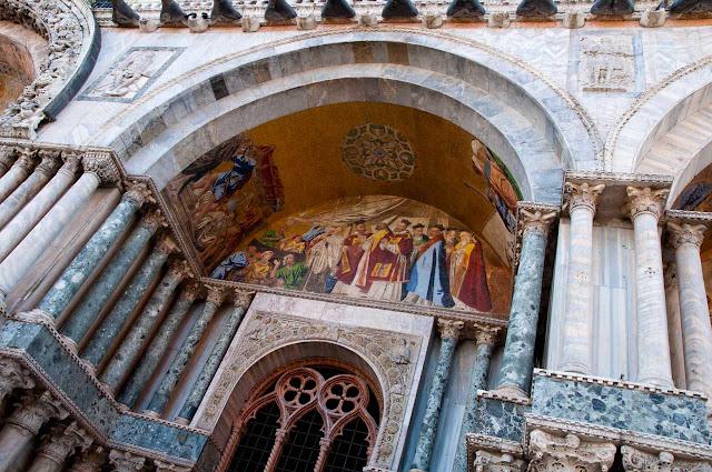 Entrada a La Basílica de San Marcos