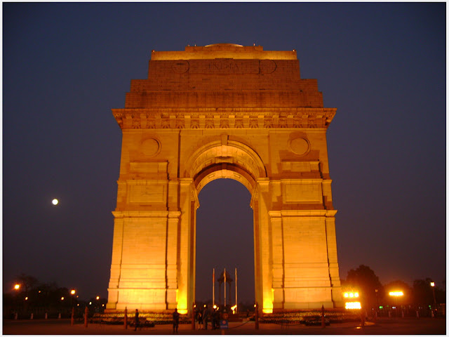 India Gate in New Delhi Feel Proud And Take One Selfie Atleast