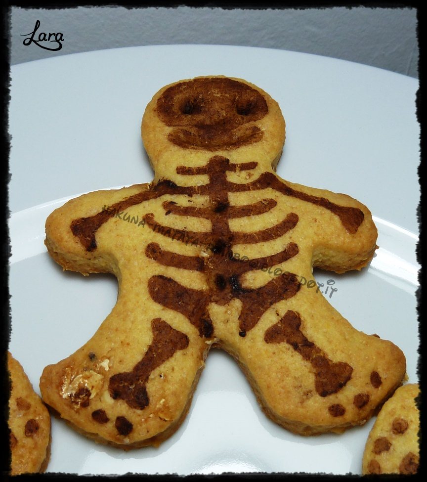 http://cucinaconlara.blogspot.it/2014/11/biscotti-scheletro-con-frolla-al.html
