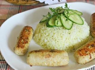 rybnye-kolbaski-so-slivochno-pryanym-risom