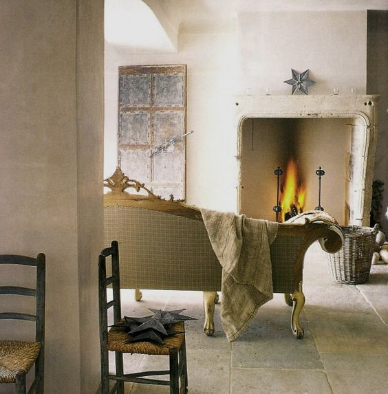 Escape to cozy interior decor inspiration and home decor ideas within this inspiring collection of European country moments. #fireplace #Rusticdecor