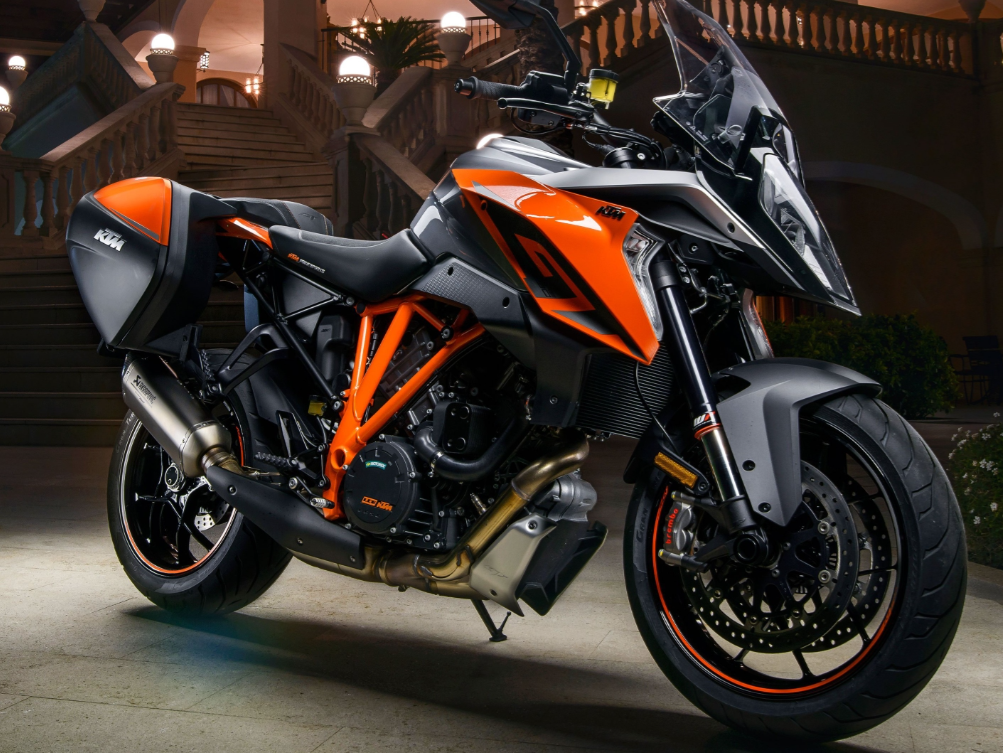 2017 ktm 1290 super duke gt redesign specs and review. Black Bedroom Furniture Sets. Home Design Ideas