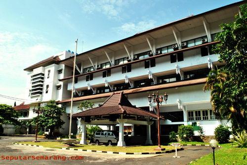Perpustakaan Daerah Jawa Tengah | Seputar Semarang