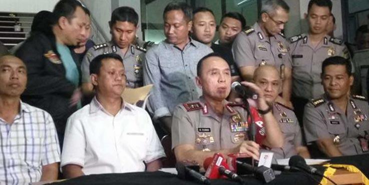 Kapolda Metro Jaya Irjen Pol Muhammad Iriawan, didampingi Direktur Reskrimum Kombes Rudi Heriyanto dan pejabat PMJ menggelar jumpa pers kasus pembunuham Pulomas