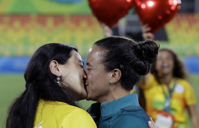 lesbienne trio léchage meilleur bisexuel orgie