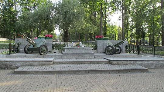 Cmentarz żołnierzy Armii Radzieckiej poległych w czasie II wojny światowej.