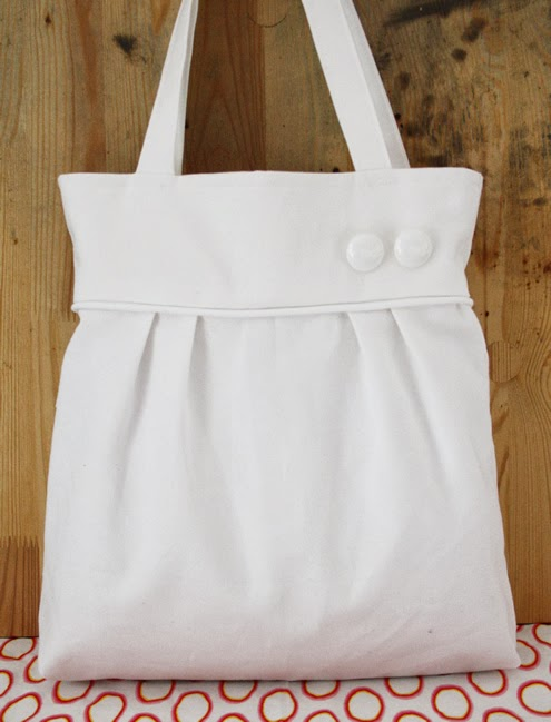 White pleated tote bag
