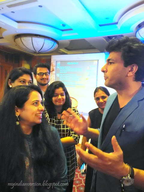 vikas-khanna-talking-about-his-passion-food-with-us-at-quaker-oats-indiblogger-meet-april-2016-mumbai-myindianversion
