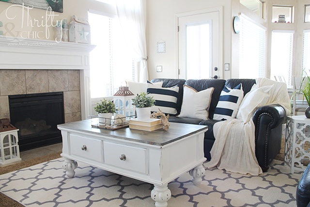 farmhouse style coffee table makeover before and after thrifty and chic bloglovin. Black Bedroom Furniture Sets. Home Design Ideas