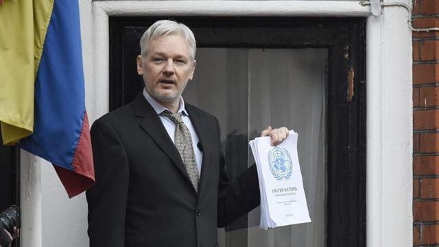 Julian Assange está há vários anos refugiado na embaixada do Equador em Londres